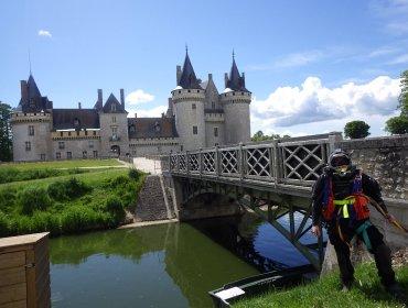 Satif OA inspecte les douves du château de Sully